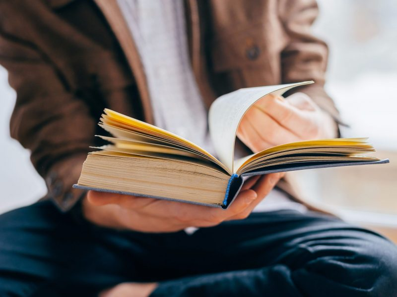 reading and books People expect books to look, feel and even smell a certain way when they do not, reading sometimes becomes less enjoyable or even unpleasant for others, the convenience of a slim portable e-reader outweighs any attachment they might have to the feel of paper books.